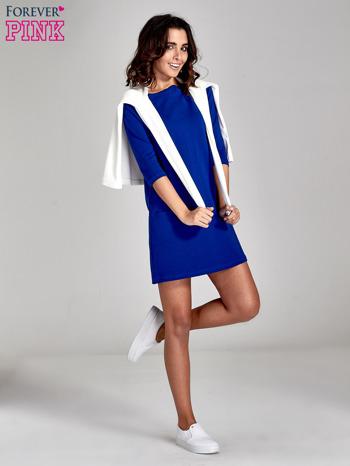 Niebieska prosta sukienka z kieszeniami                                   zdj.                                  2