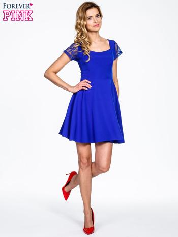 Niebieska rozkloszowana sukienka z kwadratowym dekoltem                                  zdj.                                  2