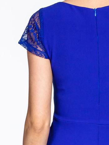 Niebieska rozkloszowana sukienka z kwadratowym dekoltem                                  zdj.                                  9
