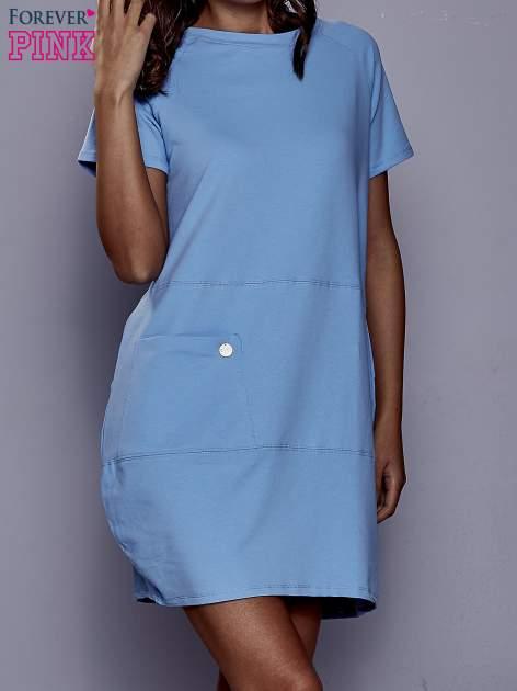 Niebieska sukienka dresowa z kieszenią z boku                                  zdj.                                  1