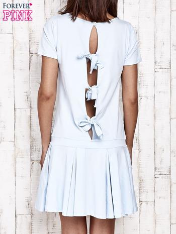 Niebieska sukienka dresowa z kokardami z tyłu                                  zdj.                                  2