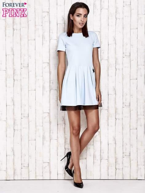 Niebieska sukienka dresowa z tiulem w groszki                                  zdj.                                  2