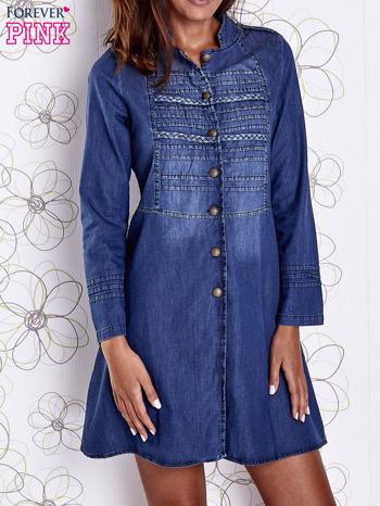 Niebieska sukienka jeansowa z plecionymi elementami                                  zdj.                                  1
