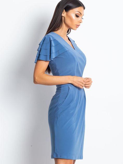 Niebieska sukienka koktajlowa z falbankami na rękawach                              zdj.                              3