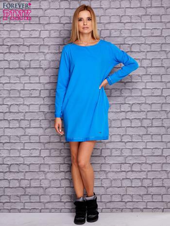 Niebieska sukienka oversize z kieszeniami                                  zdj.                                  4