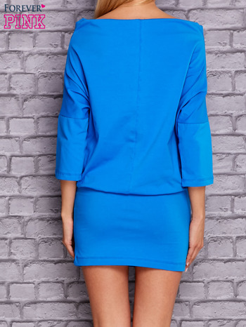 Niebieska sukienka z luźnym kołnierzem                                  zdj.                                  4