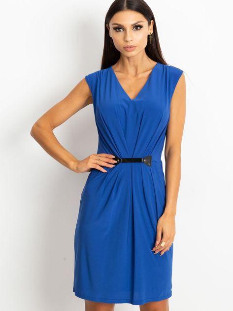 Niebieska sukienka z ozdobnym drapowaniem