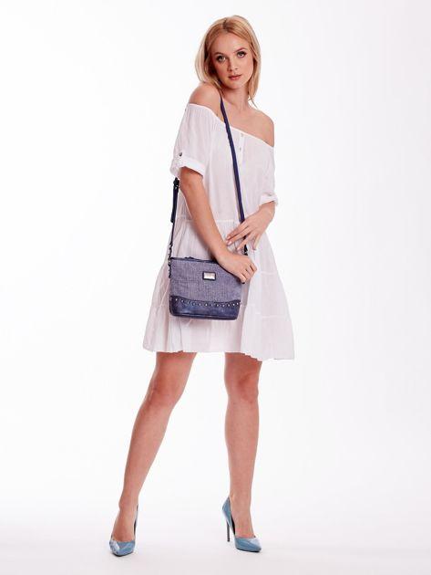 Niebieska torebka listonoszka z plecioną wstawką                              zdj.                              1
