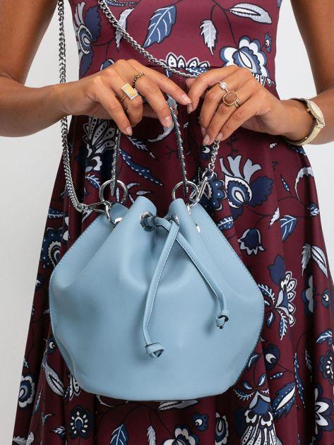 Niebieska torebka z łańcuszkiem                              zdj.                              1