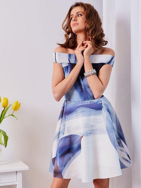 Niebieska wzorzysta sukienka                              zdj.                              1