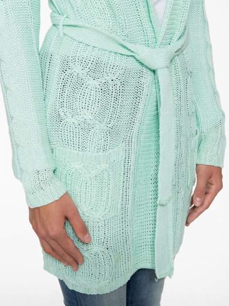 Niebieski ażurowy długi sweter typu kardigan z paskiem                                  zdj.                                  7