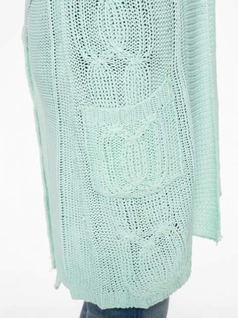 Niebieski ażurowy długi sweter typu kardigan z paskiem                                  zdj.                                  10