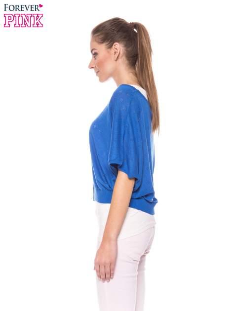 Niebieski ażurowy sweterek z krótkim rękawem                                  zdj.                                  3