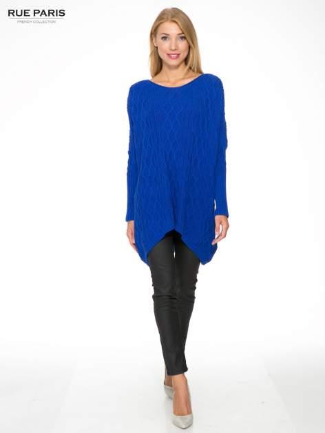 Niebieski dziergany długi sweter o kroju oversize                                  zdj.                                  2
