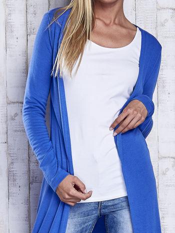 Niebieski gładki sweter z otwartym dekoltem                                  zdj.                                  5