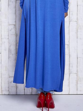 Niebieski gładki sweter z otwartym dekoltem                                  zdj.                                  6