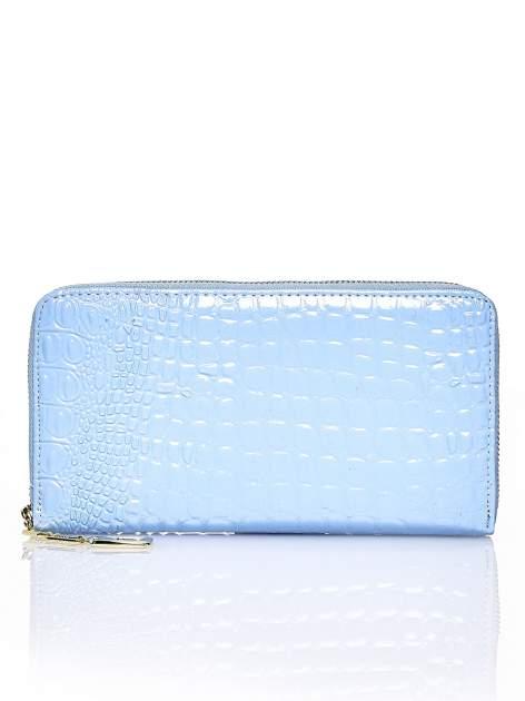 Niebieski portfel kopertówka z motywem skóry krokodyla                                  zdj.                                  1