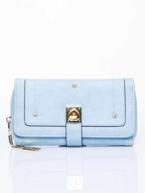 Niebieski portfel z dżetami i ozdobnym zapięciem                                  zdj.                                  1