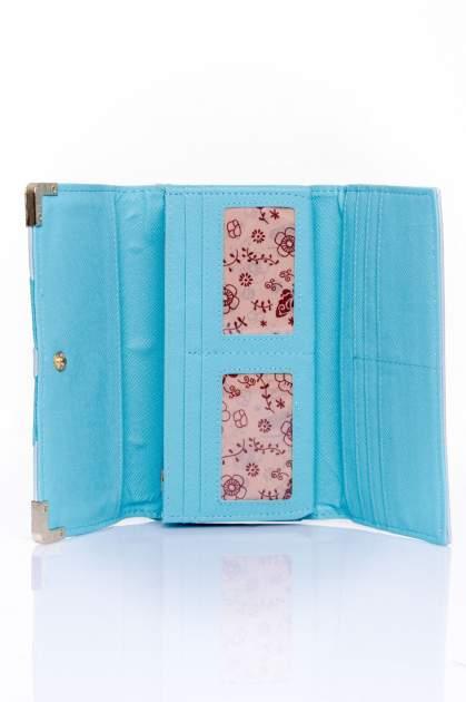 Niebieski portfel z ozdobnym detalem i złotymi okuciami                                  zdj.                                  4