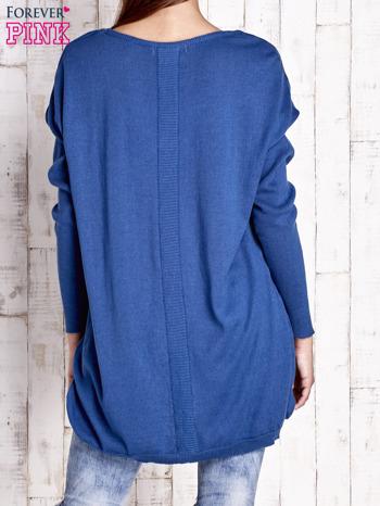 Niebieski sweter oversize z dekoltem w łódkę                                  zdj.                                  4