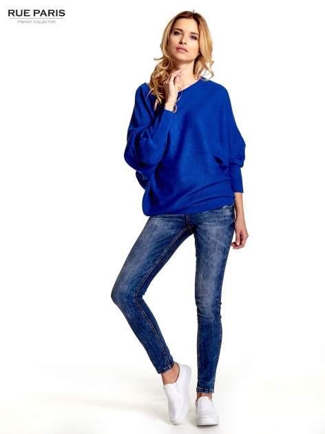 Niebieski sweter z nietoperzowymi rękawami                                  zdj.                                  2