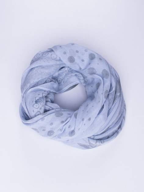Niebieski szal w orientalny wzór, kropki i kwiaty