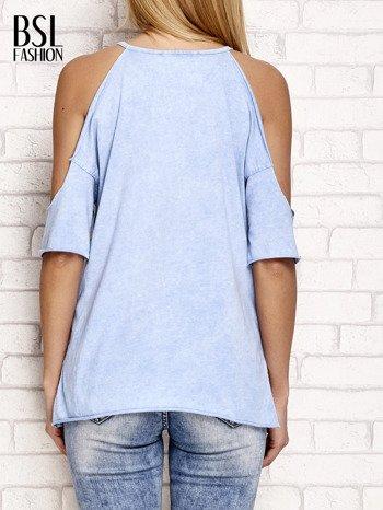 Niebieski t-shirt cut out shoulder z azteckim nadrukiem