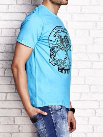 Niebieski t-shirt męski z nadrukiem czaszki i napisami                                  zdj.                                  3