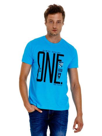 Niebieski t-shirt męski z nadrukiem i napisem ONE                                  zdj.                                  1