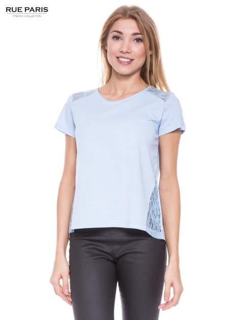 Niebieski t-shirt z koronkowymi wstawkami                                  zdj.                                  1