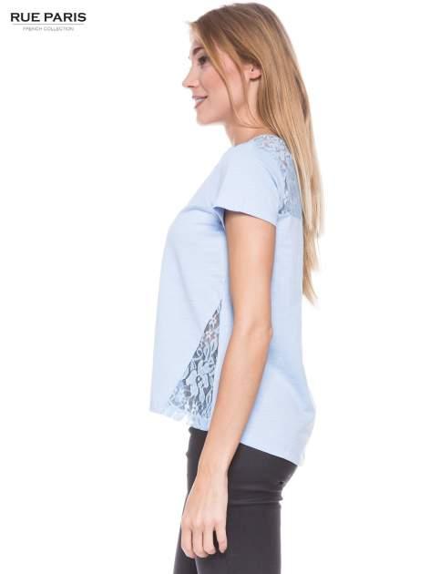 Niebieski t-shirt z koronkowymi wstawkami                                  zdj.                                  2
