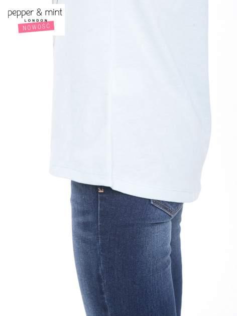 Niebieski t-shirt z kwiatowym nadrukiem i napisem UNIMAGINABLE SENSE                                  zdj.                                  8