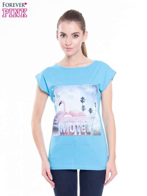 Niebieski t-shirt z nadrukiem FLAMINGO MOTEL                                  zdj.                                  1
