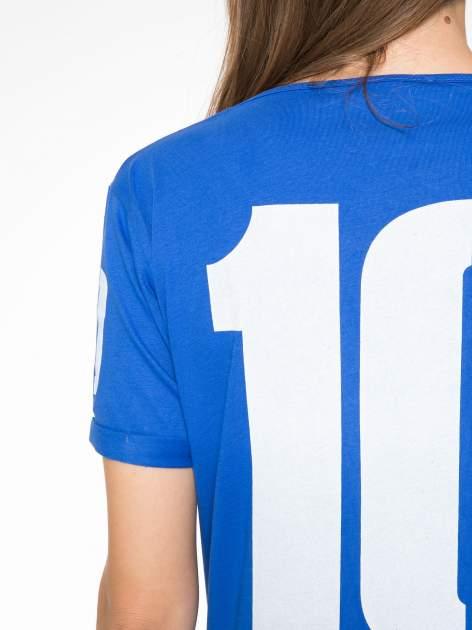 Niebieski t-shirt z numerkiem 10 na plecach i rękawie                                  zdj.                                  12