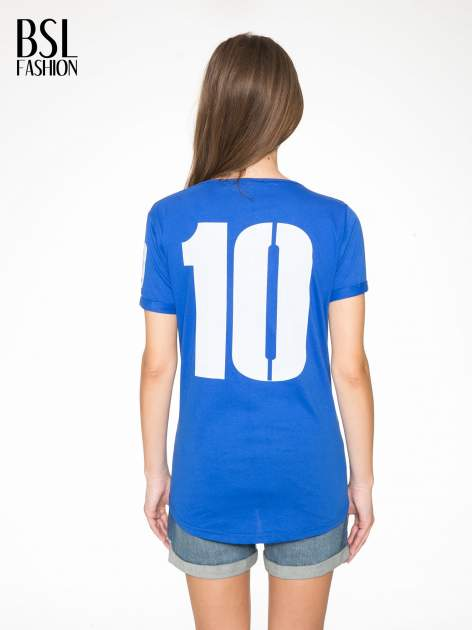 Niebieski t-shirt z numerkiem 10 na plecach i rękawie                                  zdj.                                  5