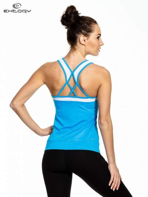 Niebieski top sportowy z siateczką i skrzyżowanymi ramiączkami                                  zdj.                                  3