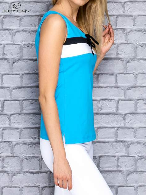 Niebieski top sportowy z wiązaniem w stylu marynarskim                                  zdj.                                  3
