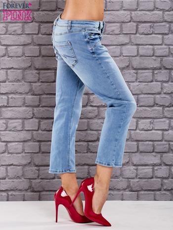 Niebieskie dekatyzowane spodnie jeansowe                                  zdj.                                  3