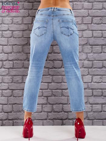 Niebieskie dekatyzowane spodnie jeansowe                                  zdj.                                  2