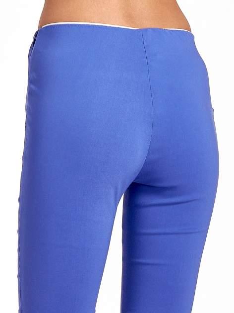 Niebieskie dopasowane spodnie typu tregginsy                                  zdj.                                  7
