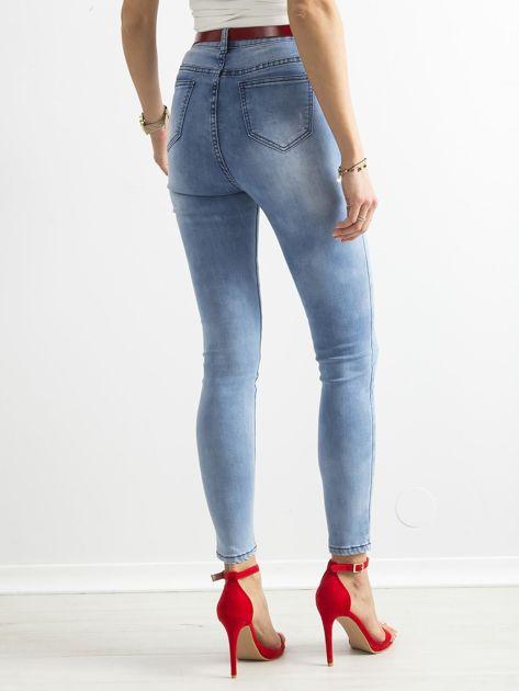 Niebieskie jasne jeansy rurki z wysokim stanem                              zdj.                              2