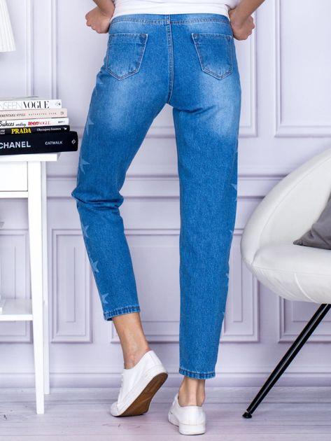Niebieskie jeansowe boyfriendy z gwiazdami                              zdj.                              2