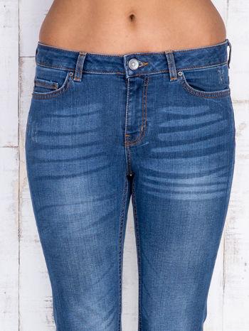 Niebieskie jeansowe spodnie dzwony z przetarciami                                  zdj.                                  4