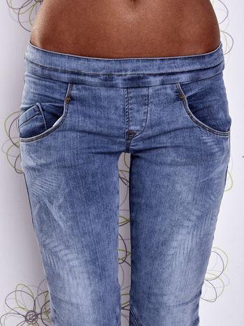 Niebieskie jeansowe spodnie na gumkę i z troczkami                                  zdj.                                  7