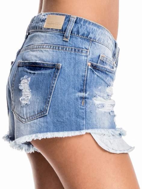 Niebieskie jeansowe szorty z wystającymi kieszeniami                                  zdj.                                  5
