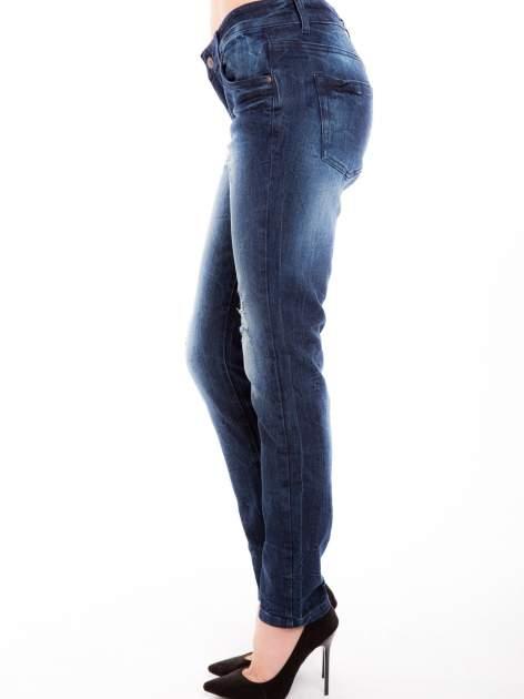 Niebieskie jeansy rurki z cieniowaniem                                  zdj.                                  3