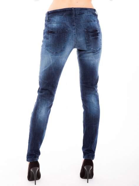 Niebieskie jeansy rurki z cieniowaniem                                  zdj.                                  5