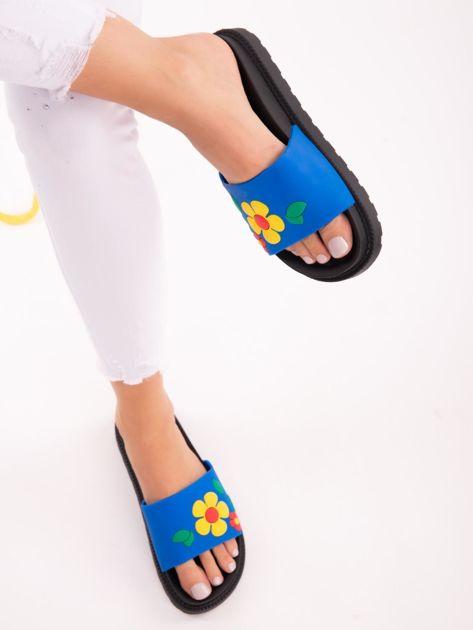 Niebieskie klapki na grubej podeszwie w żółte kwiaty                              zdj.                              5