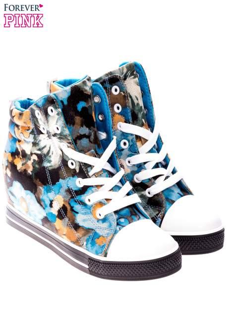 Niebieskie kwiatowe sneakersy                                  zdj.                                  2