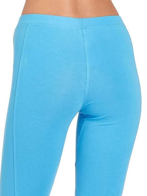 Niebieskie legginsy sportowe termalne z drapowaniem                                  zdj.                                  5